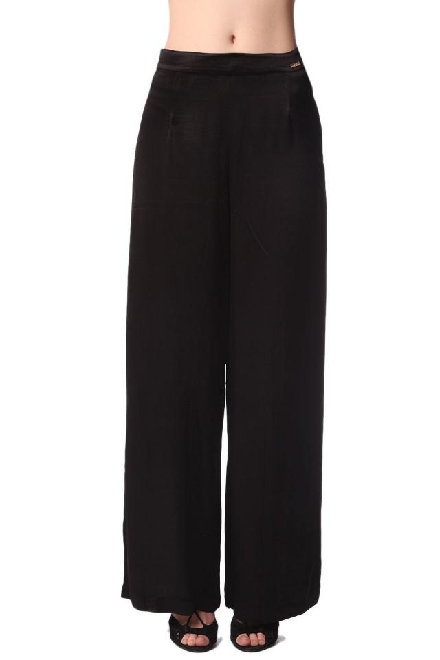 Pantalon large noir en satin doux au toucher