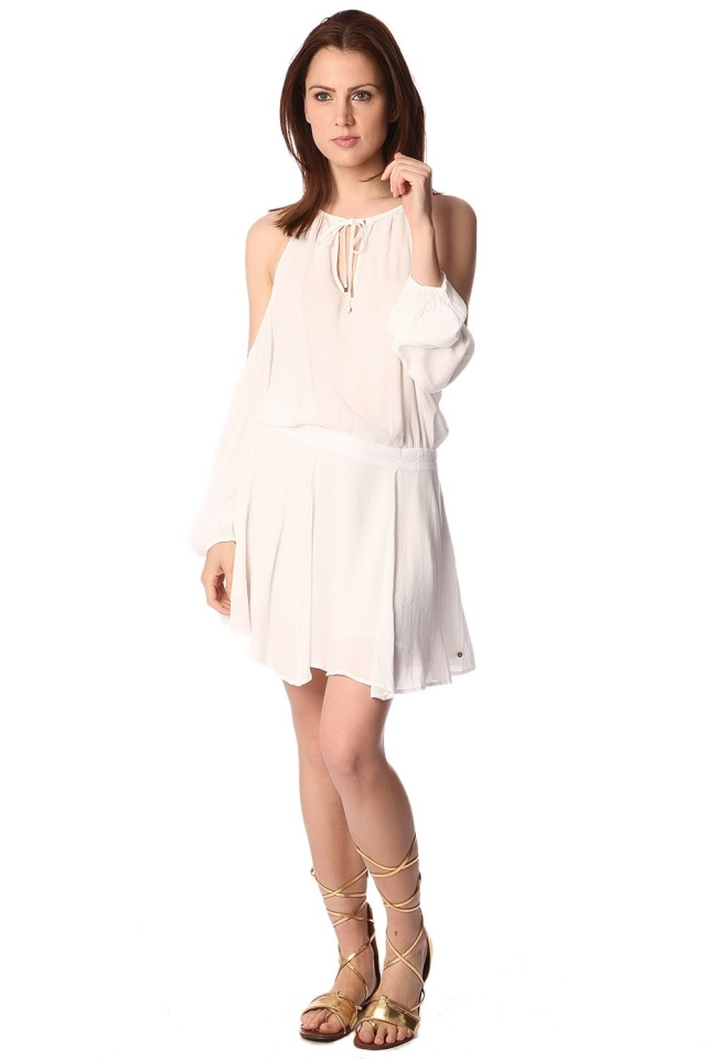 Robe blanc à épaules dénudées et encolure montante avec lien à nouer