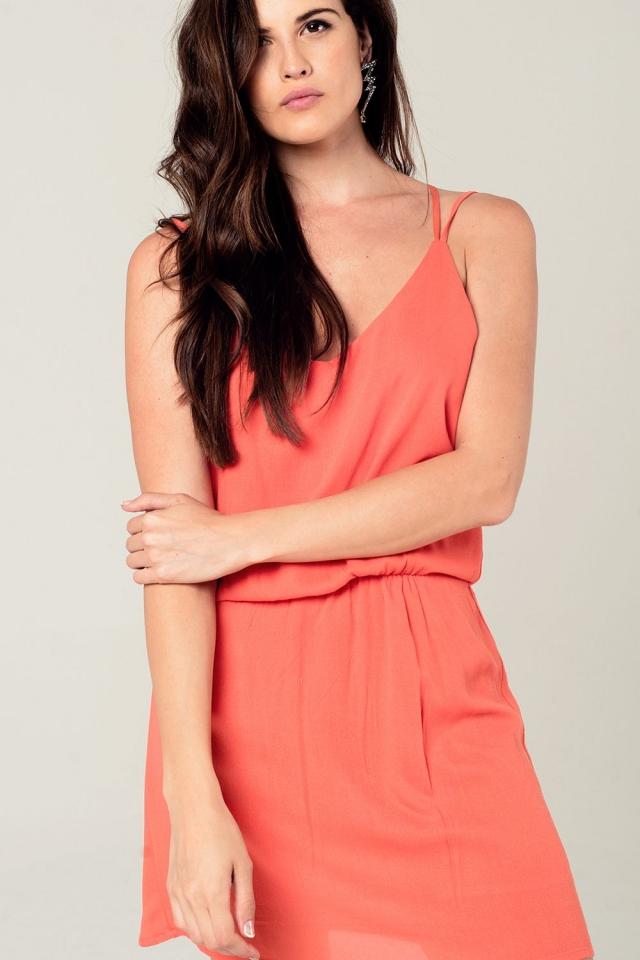 Mini robe orange avec détails en crochets dans le dos