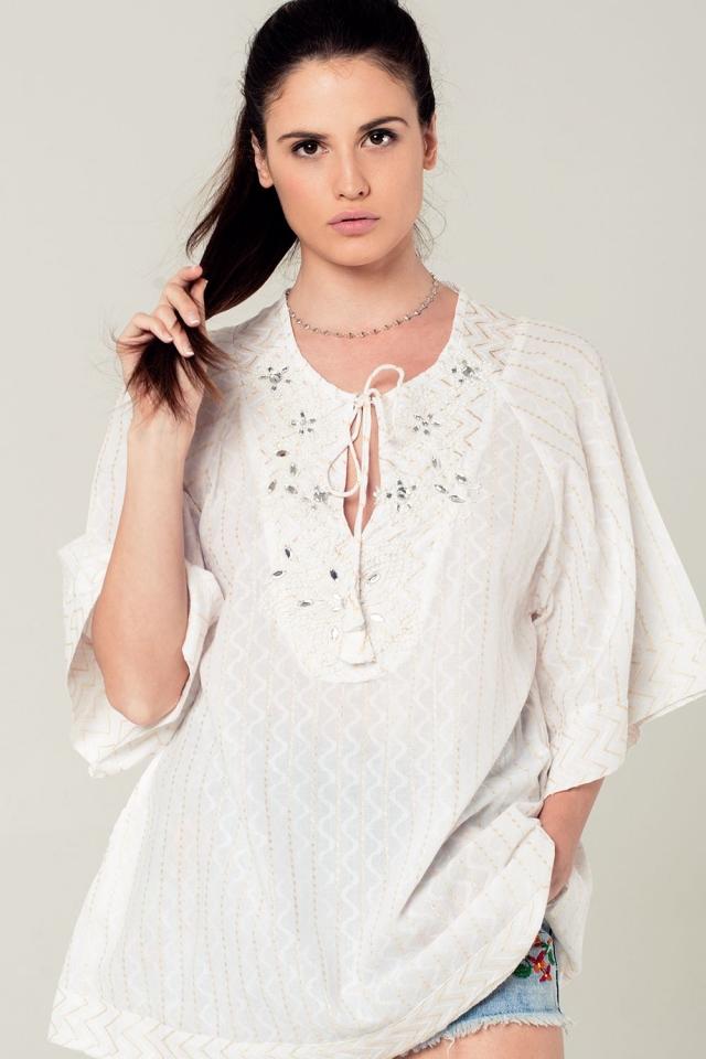 Mini robe blanche avec détails brodés