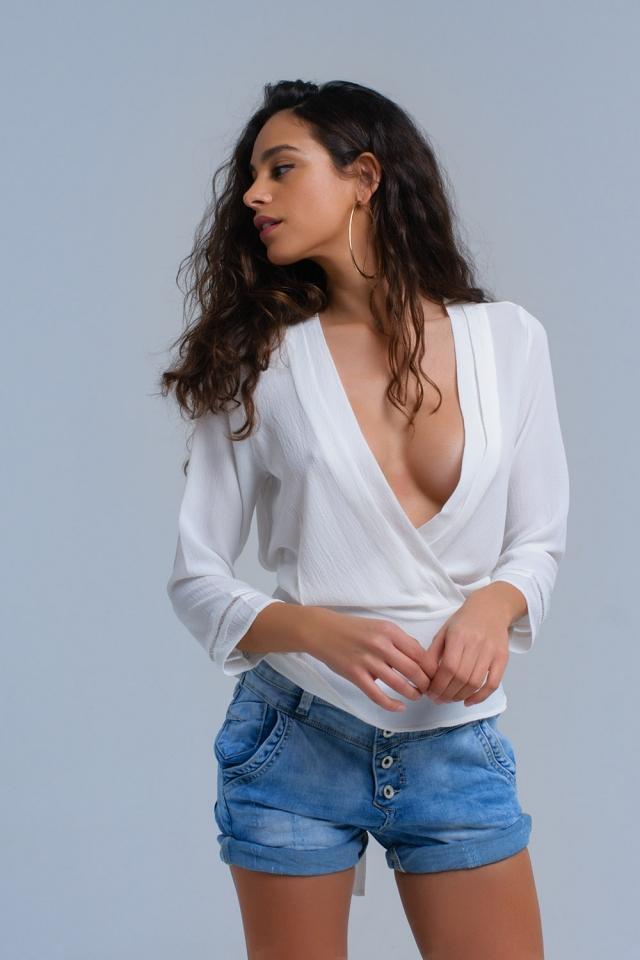 Chemise croisée blanche avec des rubans