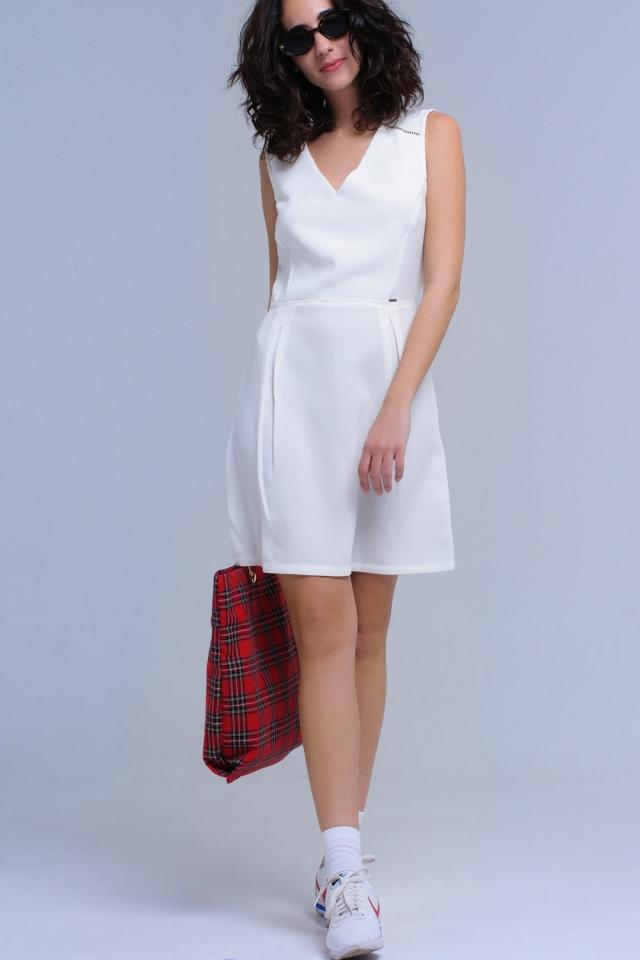 Robe blanche avec crochet et rubans