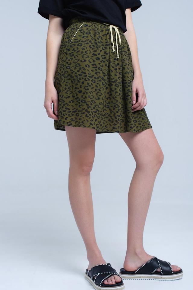 Mini-jupe imprimée verte avec bordure contrastante