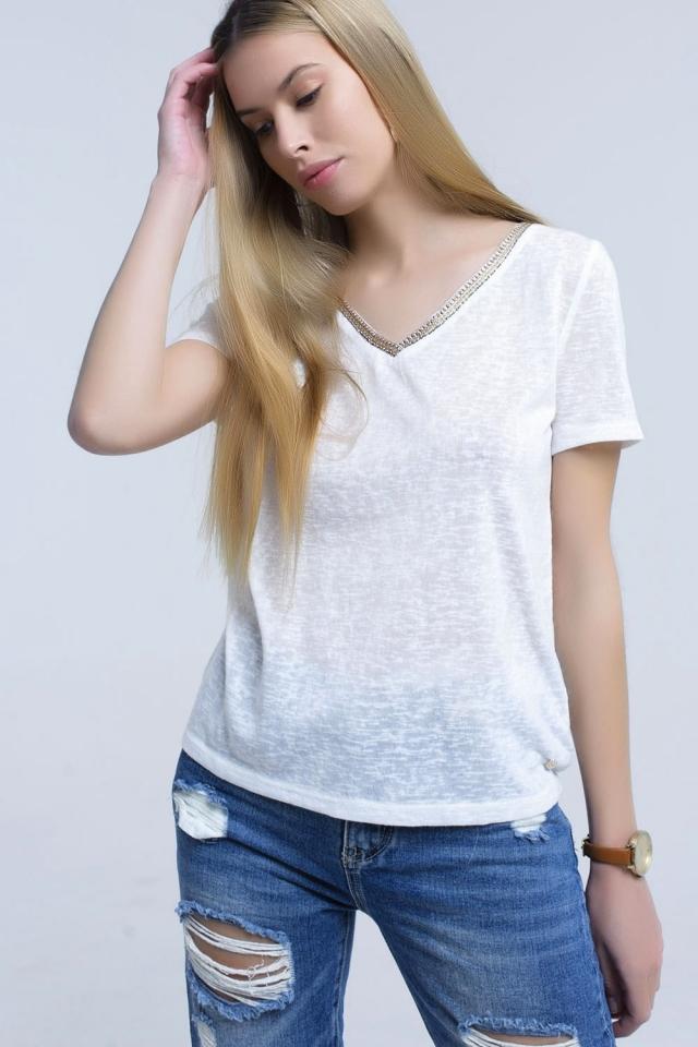 Chemise blanc avec broderie sur le cou