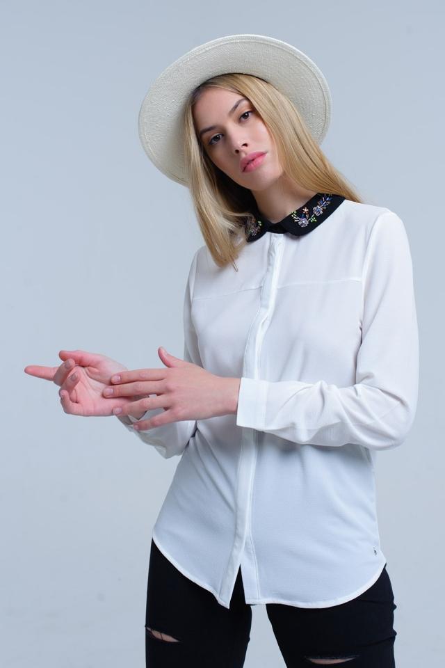 Chemise blanche avec col embelli