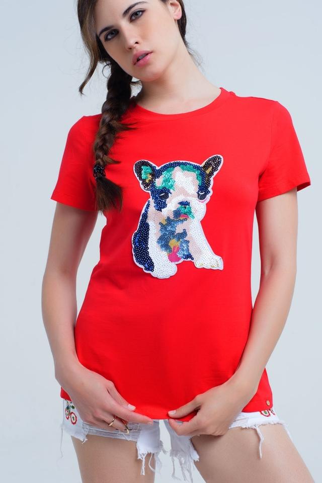 T-shirt rouge avec un chien à paillettes