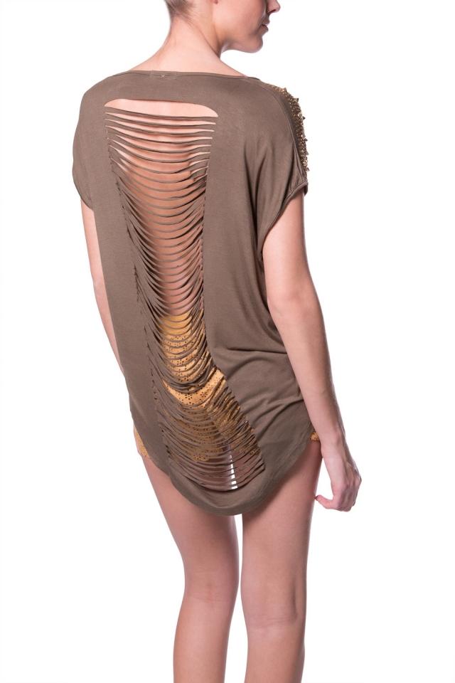Tee-shirt à découpes sur les épaules des clous
