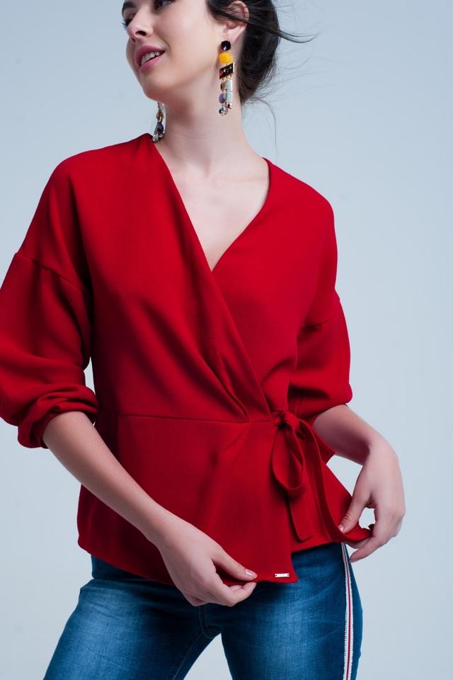 Chemise rouge avec cravate croisée