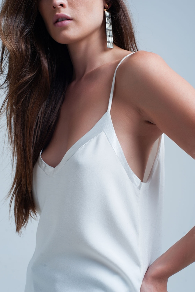 Caraco en satin blanc avec motif brillant