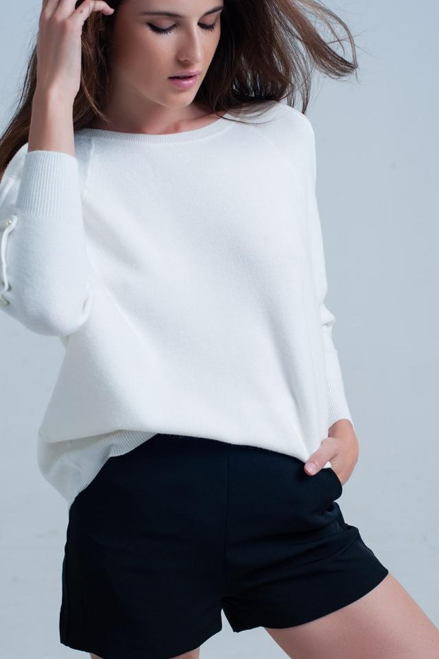 Pull blanc avec détails en perles
