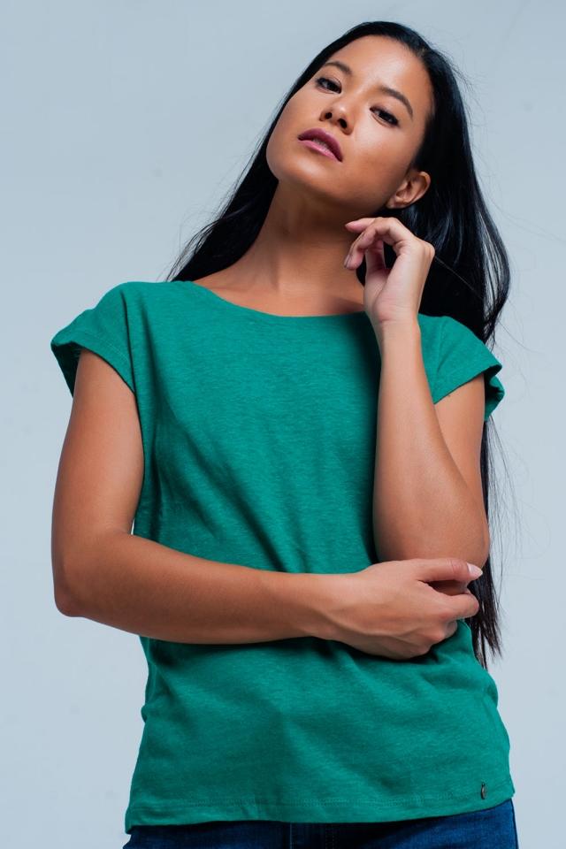T-shirt vert avec encolure dégagée