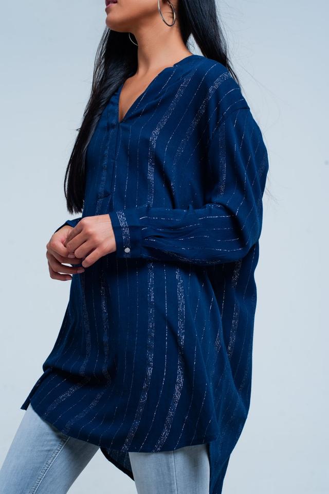 Chemise bleue à la palangre avec des bandes métalliques pure