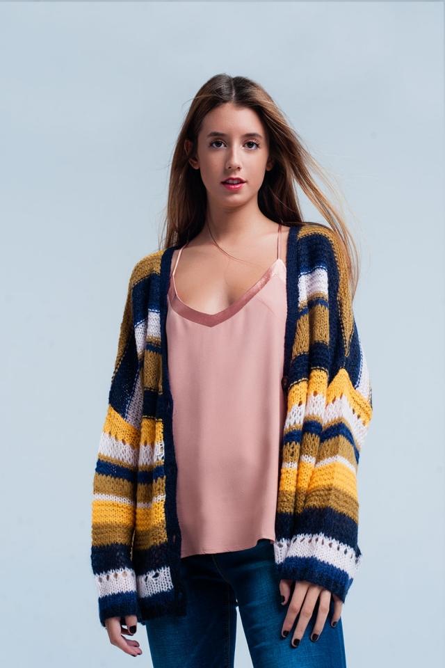 Cardigan en couleur moutarde rayé tricoté