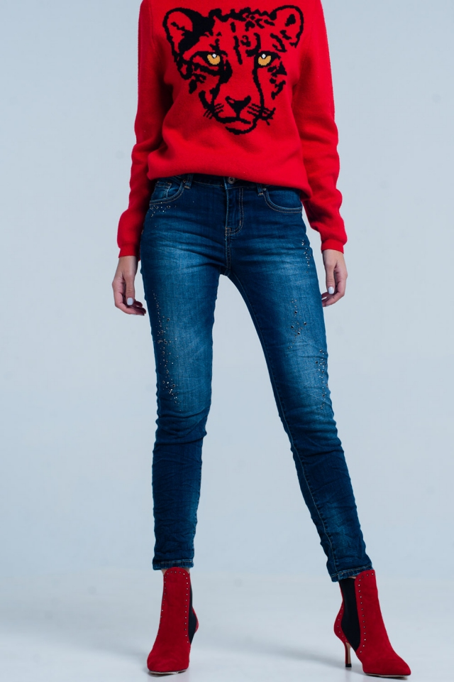 Jeans foncé froissé avec strass