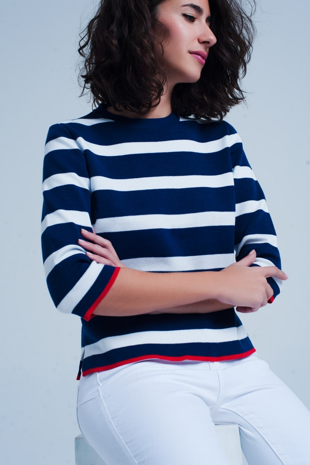 Pull bleu à rayures style marinière avec demi-manches
