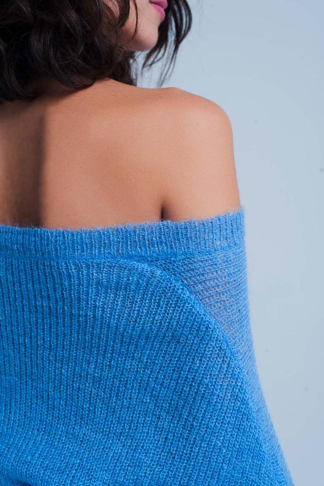 Pull bleu en maille avec col V