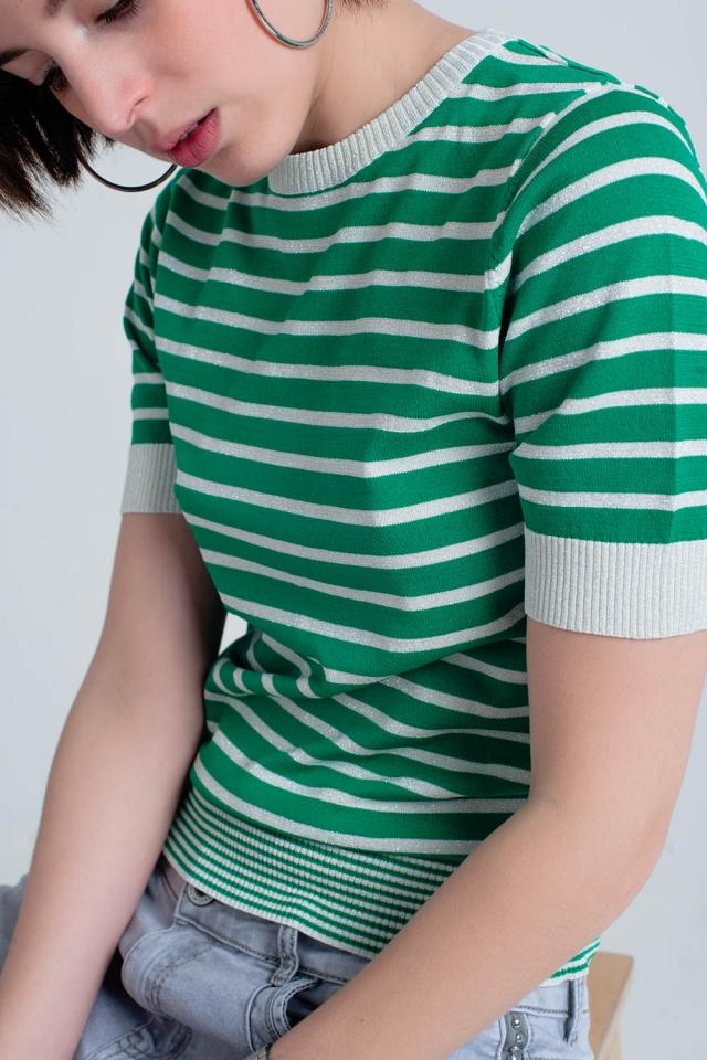Pull vert à rayures pailletées avec manches courtes