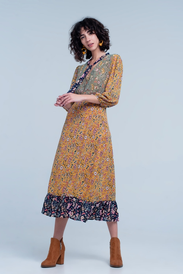 Robe mi-longue avec liens à l'encolure et imprimé varié en Moutarde