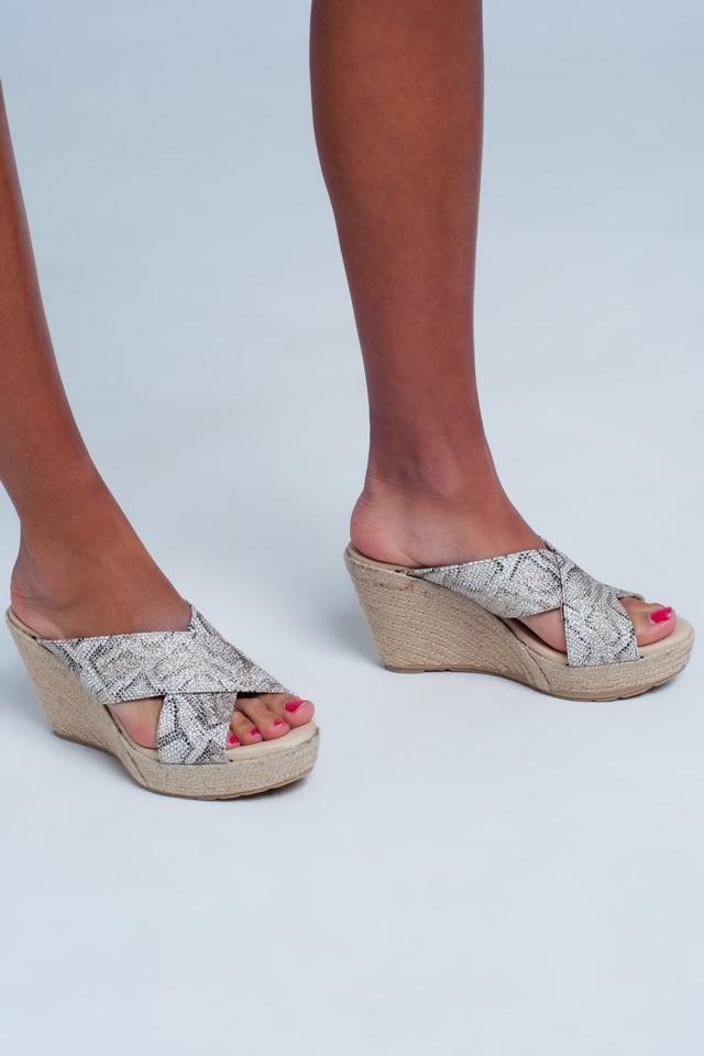 Sandales croisées en cuir motif léopard