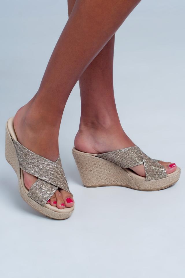 Sandales haute croisées en cuir motif couleur or
