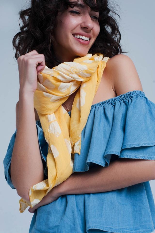 Foulard jaune imprimé fleurs