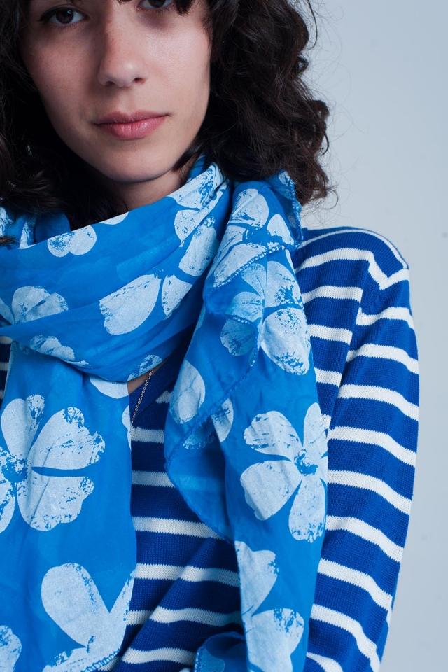 Foulard bleu imprimé fleurs