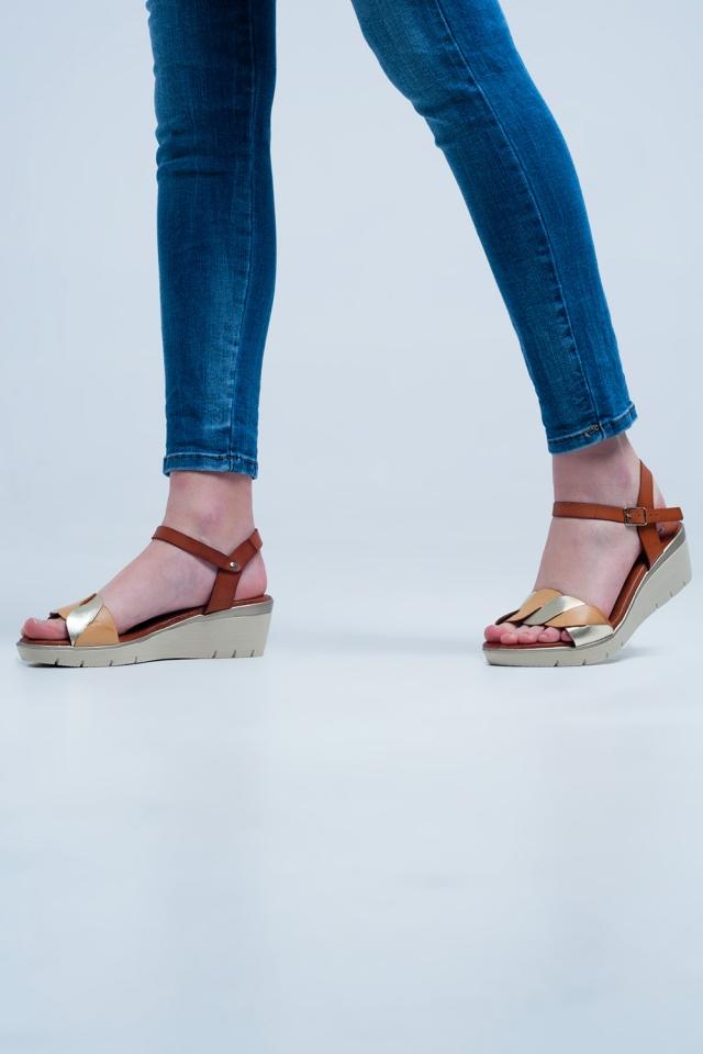 Sandales compensées en cuir d´or