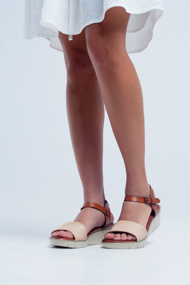 Sandales compensées en cuir crème
