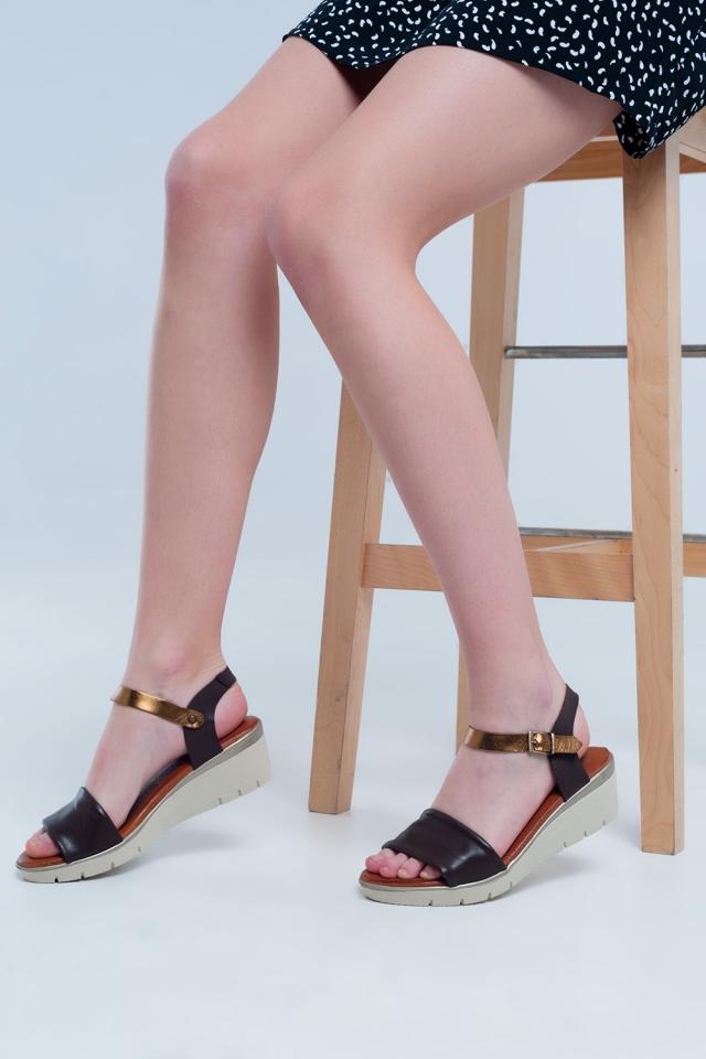 Sandales compensées en cuir marron