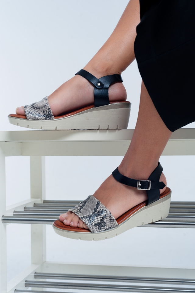 Sandales compensées en cuir noir
