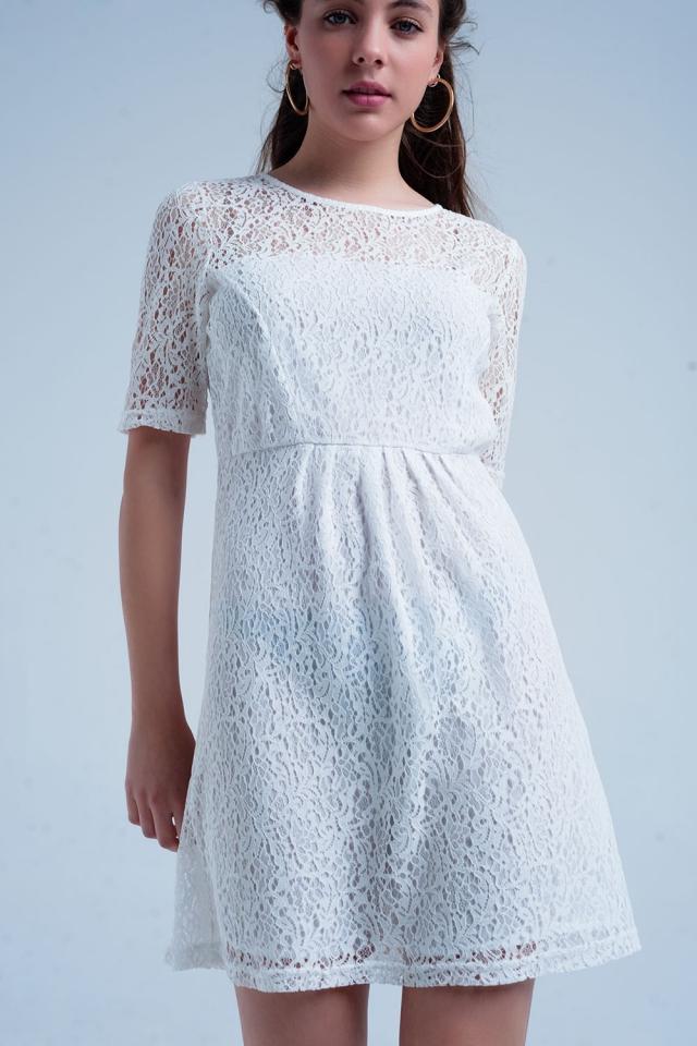 Robe à manches courtes en dentelle blanche