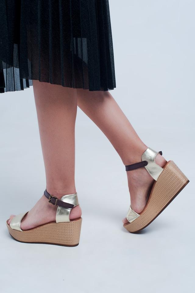Sandales compensées style espadrilles à brides or