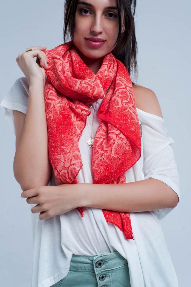 Foulard rouge imprimé serpents