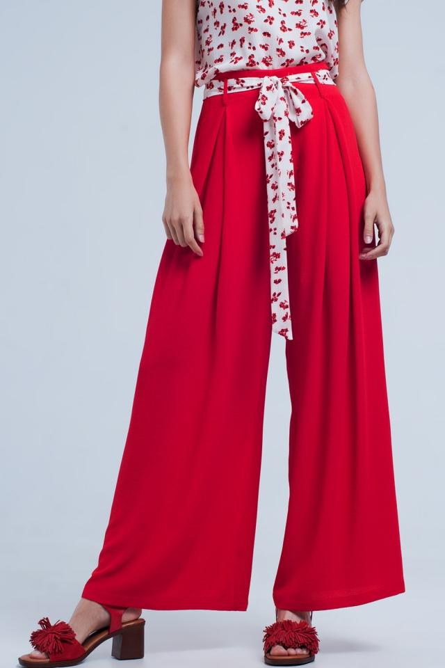 Pantalon rouge large plissé avec taille nouée