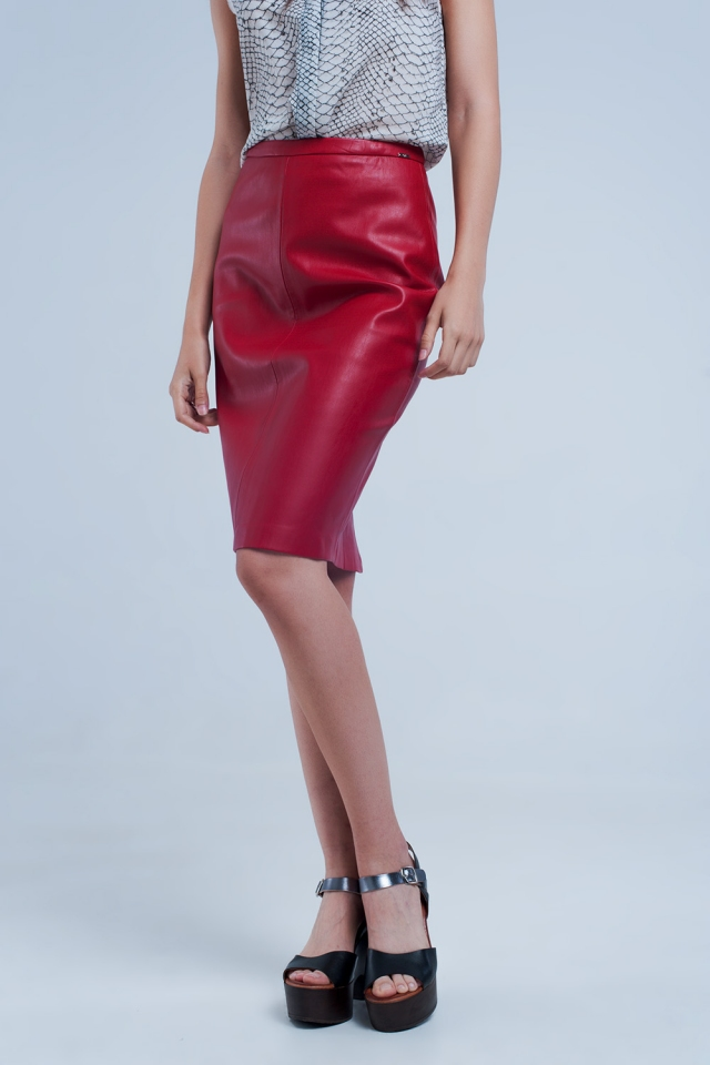 Jupe rouge droite en cuir synthétique