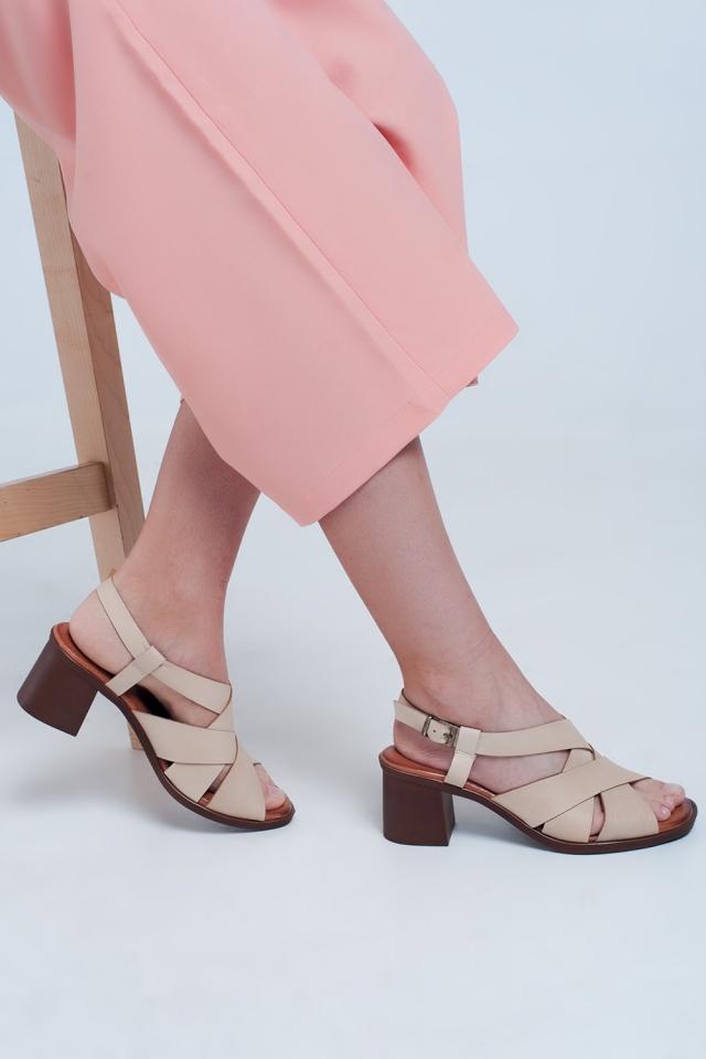 Sandales à talon carré avec brides croisées beige