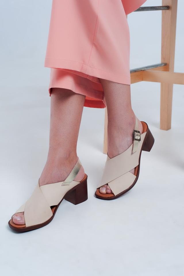 Sandales à talons avec brides croisées beiges