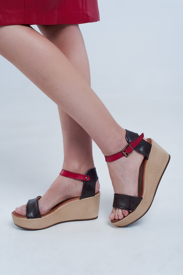 Sandales compensées style espadrilles à brides marron