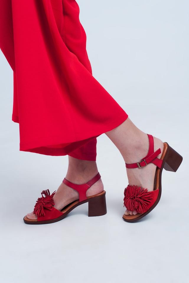 Sandales à talons hauts à volants en rouge