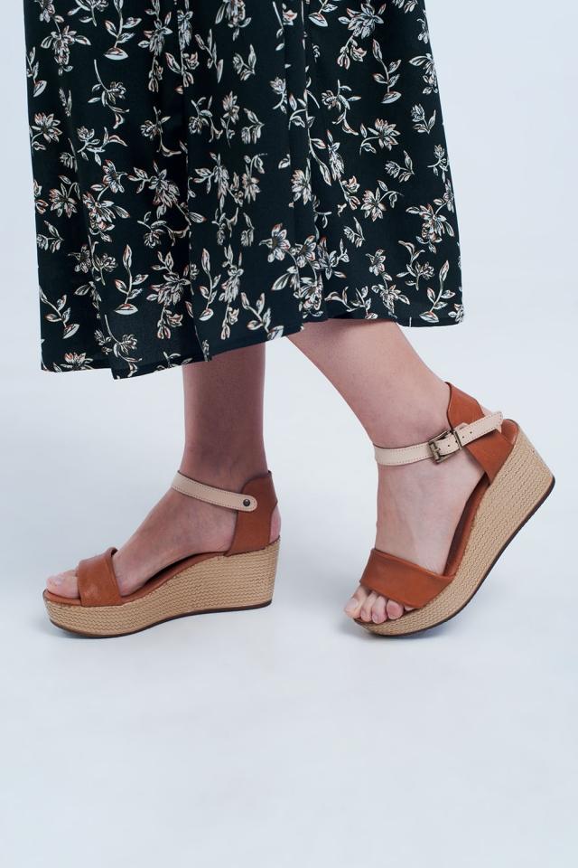 Sandales compensées style espadrilles à brides chameau