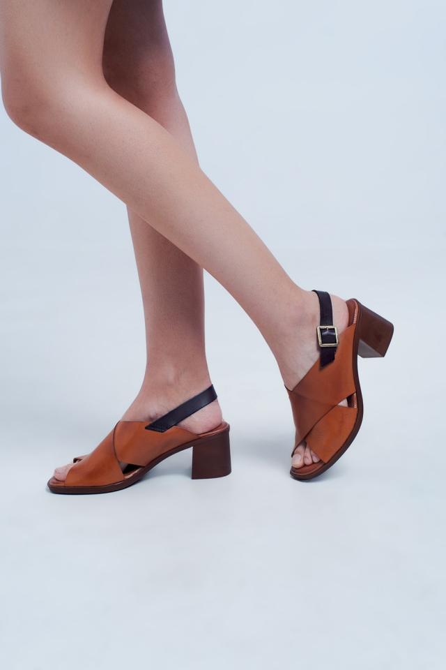 Sandales à talons avec brides croisées chameau