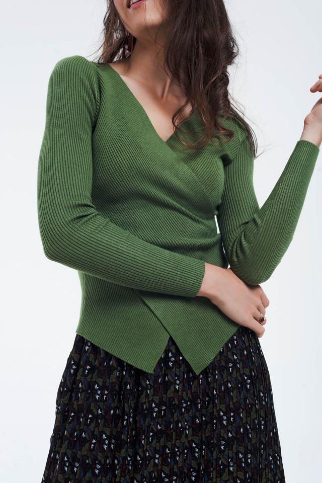 Pull côtelé vert avec col en V