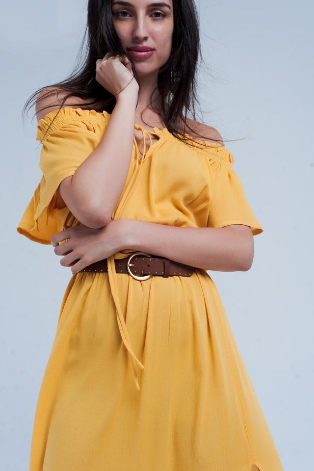 Robe longue jaune avec ouverture
