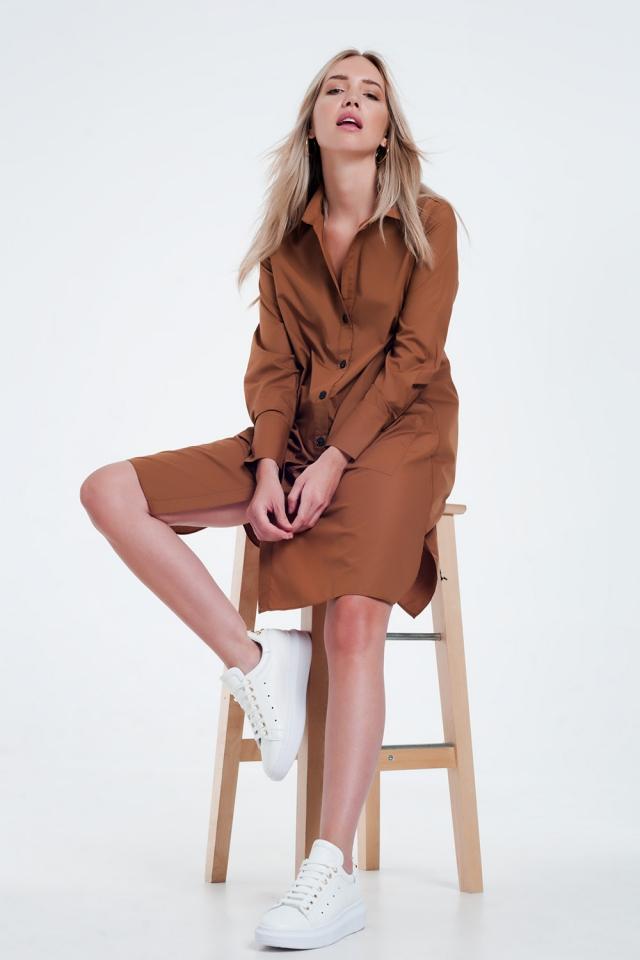 Robe chemise mi-longue fonctionnelle avec poches en marron