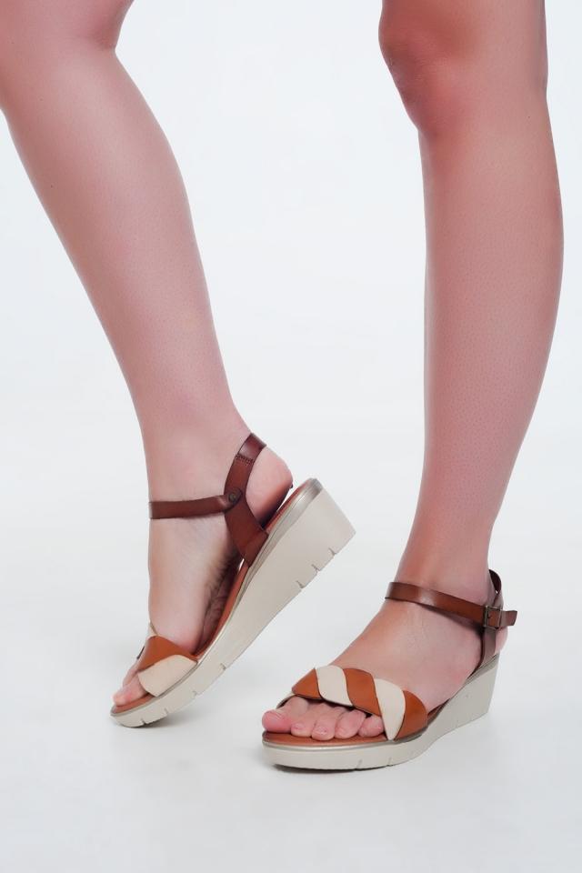Sandales compensées en cuir Couleur camel