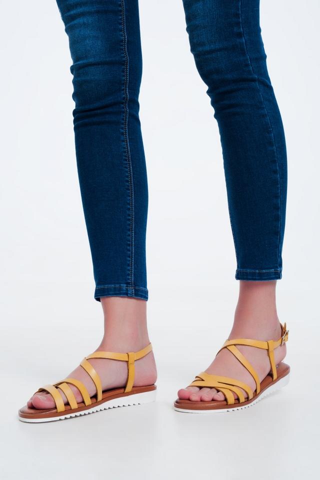 Sandales plates avec sangles croisées et de la cheville nouée jaune