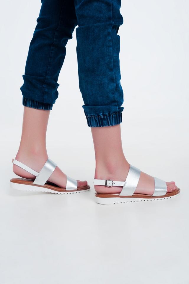 Sandales plates en cuir argent