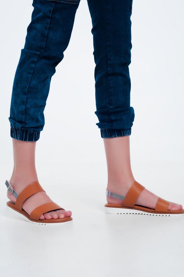 Sandales plates en cuir en chameau