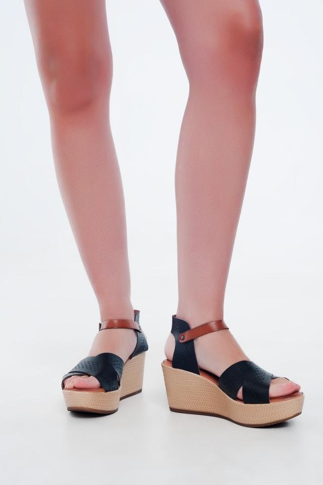 Sandales noir montantes en cuir avec talon compensé