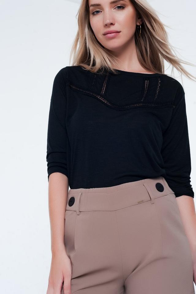 T-shirt noir avec bordure en dentelle